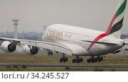 Купить «Emirates Airbus A380 landing in Frankfurt», видеоролик № 34245527, снято 20 июля 2017 г. (c) Игорь Жоров / Фотобанк Лори