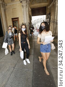 Aspiring actresses arriving for the casting for the movie which will be directed by Ronn Moss ,Turin, ITALY-16-07-2020. Редакционное фото, фотограф Renato Valterza / AGF/Renato Valterza / AGF / age Fotostock / Фотобанк Лори