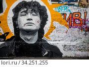 Стена Виктора Цоя на улице Арбат в центре города Москвы, Россия (2020 год). Редакционное фото, фотограф Николай Винокуров / Фотобанк Лори