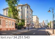 Старинные здания на улице Пятницкая в Москве. Стоковое фото, фотограф Baturina Yuliya / Фотобанк Лори