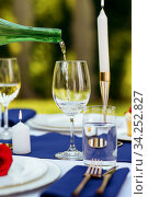 Table setting, wine is poured into a wineglass. Стоковое фото, фотограф Tryapitsyn Sergiy / Фотобанк Лори