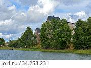 Ancient Kastelholm Castle (14th century) on green shoreline of lake, Aland islands (2014 год). Стоковое фото, фотограф Валерия Попова / Фотобанк Лори
