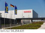 Neue Hauptverwaltung und Produktionsstätte der HARIBO GmbH & CoKG, Europas größtem Süsswarenhersteller, Grafschaft, Rheinland-Pfalz, Deutschland. Стоковое фото, фотограф Zoonar.com/Erich Teister / age Fotostock / Фотобанк Лори