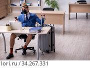 Купить «Businessman preparing for trip during pandemic», фото № 34267331, снято 7 мая 2020 г. (c) Elnur / Фотобанк Лори