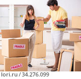 Купить «Young couple moving to new flat with fragile things», фото № 34276099, снято 5 июля 2018 г. (c) Elnur / Фотобанк Лори