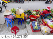 Greengrocer, Cho Duong Dong, Duong Dong Market, Duong Dong, Phu Quoc, Vietnam, Asia. Стоковое фото, фотограф Peter Erik Forsberg / age Fotostock / Фотобанк Лори