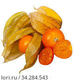 Whole and halved Peruvian physalis fruits. Стоковое фото, фотограф Яков Филимонов / Фотобанк Лори