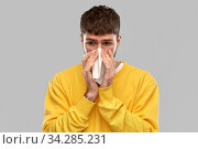 man with paper napkin blowing nose. Стоковое фото, фотограф Syda Productions / Фотобанк Лори