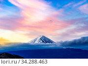 Mt.Fuji beautiful dawn sunrise in Kawaguchiko Fujiyoshida town. Стоковое фото, фотограф Zoonar.com/Vichie81 / easy Fotostock / Фотобанк Лори