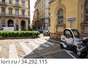 View of the Via Alessandro Manzoni and Via dell Annunciata in the historical town centre. Pedestrian crosswalk. City of Milan, region of Lombardy, Italy, Europe. (2018 год). Редакционное фото, фотограф Bala-Kate / Фотобанк Лори