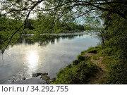 Das Rheinufer am Altrhein bei Weil am Rhein-Märkt. Der Rhein ist hier Grenzfluss zwischen Deutschland und Frankreich. Стоковое фото, фотограф Zoonar.com/JOACHIM G. PINKAWA / easy Fotostock / Фотобанк Лори