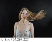Conceptual portrait of a young blonde girl with her hair flying. Стоковое фото, фотограф Алексей Кузнецов / Фотобанк Лори