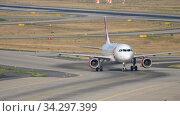 Купить «Airplane taxiing after landing», видеоролик № 34297399, снято 19 июля 2017 г. (c) Игорь Жоров / Фотобанк Лори