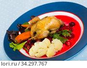 Grilled quail with sauce and vegetables. Стоковое фото, фотограф Яков Филимонов / Фотобанк Лори