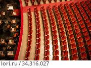 Купить «The parterre in the theatre hall of Vienna State Opera auditorium without people.», фото № 34316027, снято 10 ноября 2015 г. (c) Ярослав Данильченко / Фотобанк Лори