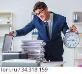 Businessman making copies in copying machine. Стоковое фото, фотограф Elnur / Фотобанк Лори