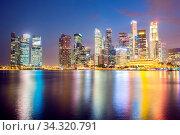 Cityscape of Singapore city downtown skyline skyscraper at dusk. Стоковое фото, фотограф Zoonar.com/Vichaya Kiatying-Angsulee / easy Fotostock / Фотобанк Лори