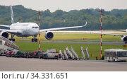 Купить «Airbus A350 taxiing before departure», видеоролик № 34331651, снято 22 июля 2017 г. (c) Игорь Жоров / Фотобанк Лори