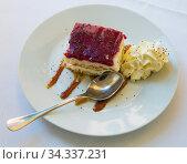 Blueberry cake with sponge dough. Стоковое фото, фотограф Яков Филимонов / Фотобанк Лори