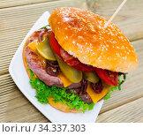 Nutritious double cheese burger. Стоковое фото, фотограф Яков Филимонов / Фотобанк Лори