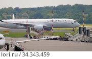 Купить «Airbus A350 taxiing before departure», видеоролик № 34343459, снято 22 июля 2017 г. (c) Игорь Жоров / Фотобанк Лори