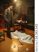 Detective in coat looking on victim, crime scene. Стоковое фото, фотограф Tryapitsyn Sergiy / Фотобанк Лори