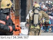 Купить «Firefighters extinguishing fire from fire hose, using fire-fighting water-foam barrel with air-mechanical foam», фото № 34344167, снято 27 апреля 2019 г. (c) А. А. Пирагис / Фотобанк Лори