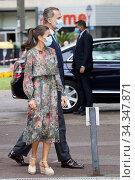 King Felipe VI of Spain, Queen Letizia of Spain visit Fine Arts Museum... Редакционное фото, фотограф Manuel Cedron / age Fotostock / Фотобанк Лори