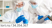 Panoramic Scientist examine vaccine testing of coronavirus covid-19... Стоковое фото, фотограф Zoonar.com/Vichie81 / easy Fotostock / Фотобанк Лори