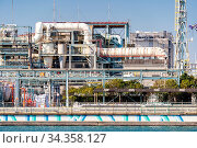 Chemical Factory plant with gas storage and structure of pipeline... Стоковое фото, фотограф Zoonar.com/Vichie81 / easy Fotostock / Фотобанк Лори