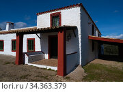 Ancient farmhouse, now used for tourism and hunting, Parque Natural Sierra de Andujar, Andalucia, Spain. January 2020. Стоковое фото, фотограф Staffan Widstrand / Nature Picture Library / Фотобанк Лори