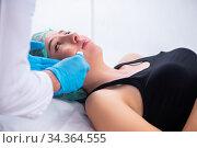 Young woman visiting male doctor dermatologist. Стоковое фото, фотограф Elnur / Фотобанк Лори
