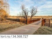 Newly constructed bike trail in rural neighborhood of Fort Collins... Стоковое фото, фотограф Zoonar.com/Marek Uliasz / easy Fotostock / Фотобанк Лори