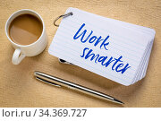 Work smarter reminder - handwriting on a stack of index cards with... Стоковое фото, фотограф Zoonar.com/Marek Uliasz / easy Fotostock / Фотобанк Лори