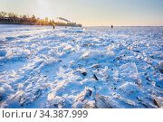 ice hummocks on the river on a winter sunny day. Стоковое фото, фотограф Акиньшин Владимир / Фотобанк Лори