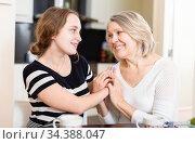 Two women talking at table. Стоковое фото, фотограф Яков Филимонов / Фотобанк Лори