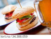 Beef burger served in cafe. Стоковое фото, фотограф Яков Филимонов / Фотобанк Лори