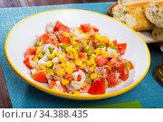 Salad with canned tuna, olives and corn. Стоковое фото, фотограф Яков Филимонов / Фотобанк Лори