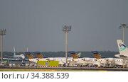 Cargo airplane departure (2017 год). Редакционное видео, видеограф Игорь Жоров / Фотобанк Лори