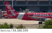 AirAsia Airbus A320 taxiing (2016 год). Редакционное видео, видеограф Игорь Жоров / Фотобанк Лори