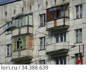 Девятиэтажный одноподъездный блочный жилой дом серии II-18-01/09. Построен в 1966 году. Щелковское шосе, 33. Район Гольяново. Город Москва (2010 год). Стоковое фото, фотограф lana1501 / Фотобанк Лори