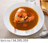 Spicy seafood broth with king prawns and shellfish. Стоковое фото, фотограф Яков Филимонов / Фотобанк Лори