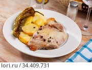 Pork steak with baked potato and pepper. Стоковое фото, фотограф Яков Филимонов / Фотобанк Лори