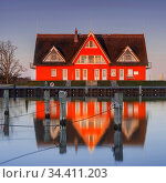 Das kleine Fischerdorf Vieregge gehört zur Gemeinde Neuenkirchen und... Стоковое фото, фотограф Zoonar.com/Stephan Herlitze / easy Fotostock / Фотобанк Лори