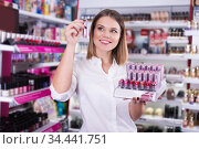 Stylish girl choosing new lipstick. Стоковое фото, фотограф Яков Филимонов / Фотобанк Лори