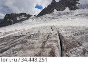 Трещины на леднике Западный Мкяра. Стоковое фото, фотограф Наталия Журова / Фотобанк Лори