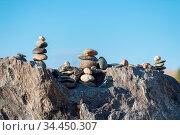 Stone piles closeup, concept of balance and harmony. Стоковое фото, фотограф Zoonar.com/zhang zhiwei / easy Fotostock / Фотобанк Лори