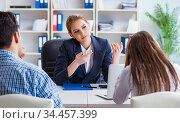 Young family dissappointed at high interest mortgage rate in ban. Стоковое фото, фотограф Elnur / Фотобанк Лори