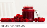 Raspberry jam and fresh raspberries. Стоковое фото, фотограф Яков Филимонов / Фотобанк Лори