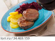 Beef steaks with potatoes and pickled cabbage. Стоковое фото, фотограф Яков Филимонов / Фотобанк Лори